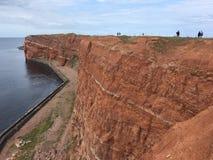 Οι απότομοι βράχοι κόκκινου ψαμμίτη στο νησί Heligoland Στοκ εικόνα με δικαίωμα ελεύθερης χρήσης