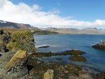 Οι απότομοι βράχοι σε Arnarstapi, Ισλανδία Στοκ φωτογραφίες με δικαίωμα ελεύθερης χρήσης