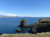 Οι απότομοι βράχοι σε Arnarstapi, Ισλανδία Στοκ εικόνες με δικαίωμα ελεύθερης χρήσης