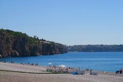 Οι απότομοι βράχοι Antalya στην παραλία Konyaalti στην Τουρκία Στοκ φωτογραφίες με δικαίωμα ελεύθερης χρήσης