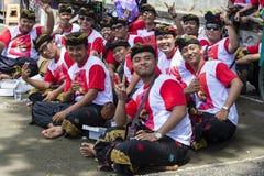 Οι από το Μπαλί νέοι τύποι συμμετέχουν σε μια τελετή οδών, κατά τη διάρκεια μιας προεκλογικής συνάθροισης, το ινδονησιακό δημοκρα στοκ εικόνα με δικαίωμα ελεύθερης χρήσης