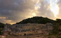 Οι αρχαίες καταστροφές ενός αμφιθεάτρου σε Patara, Lycia Στοκ φωτογραφία με δικαίωμα ελεύθερης χρήσης