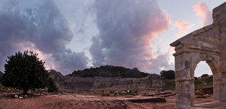 Οι αρχαίες καταστροφές ενός αμφιθεάτρου σε Patara, Lycia Στοκ Εικόνα