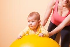 Οι ασκήσεις μωρών Στοκ φωτογραφία με δικαίωμα ελεύθερης χρήσης
