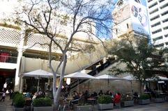 Οι αυστραλιανοί λαοί και οι ταξιδιώτες αλλοδαπών επισκέφτηκαν το ταξίδι και τις αγορές στο κατάστημα πόλεων Myer στοκ φωτογραφία