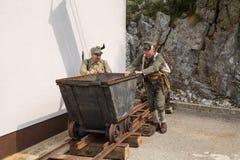 Οι αυστροούγγροι στρατιώτες ωθούν το καροτσάκι Στοκ εικόνα με δικαίωμα ελεύθερης χρήσης