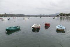 Οι βάρκες έδεσαν στην εκβολή SAN Vicente de Λα Barquera, Canta Στοκ Εικόνες