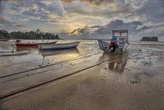 Οι βάρκες και το ηλιοβασίλεμα στοκ εικόνα