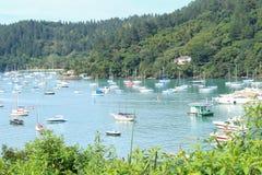 Οι βάρκες πλέουν ήσυχα στοκ φωτογραφίες