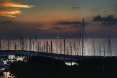 Οι βάρκες στη σκιά και ένα ειρηνικό ηλιοβασίλεμα στην Τεργέστη Στοκ εικόνα με δικαίωμα ελεύθερης χρήσης
