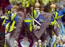 Οι βαυαρικές scented lavender καρδιές ως τυχερές γοητείες σε υπαίθριο χαλούν Στοκ φωτογραφία με δικαίωμα ελεύθερης χρήσης