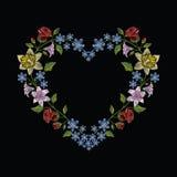 Οι βελονιές κεντητικής με hibiscus, αυξήθηκαν, κρίνος και hepatica flowe Στοκ Εικόνες