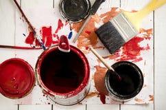 οι βούρτσες τέχνης χρωματίζουν τα χρώματα Στοκ Φωτογραφίες