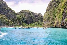 Οι βράχοι και οι λόφοι κοντά σε Phuket Παραλίες της Ταϊλάνδης στοκ φωτογραφίες