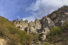Οι βράχοι στα βουνά είναι όπως τα είδωλα πετρών Στοκ Εικόνες