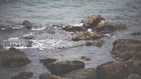 Οι βράχοι στο waterlock φιλμ μικρού μήκους