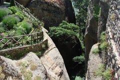 Οι βράχοι του ST Meteora στο κεντρικό μέρος της Ελλάδας 06 18 2014 Τοπίο της ορεινής φύσης, των τακτοποιήσεων και του θρησκευτικο Στοκ Εικόνα