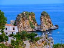 Οι βράχοι - δυτική ακτή Scopello - της Σικελίας Στοκ Εικόνες