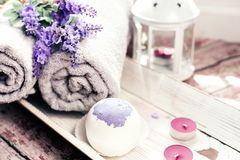Οι βόμβες λουτρών με lavender ανθίζουν χειροποίητο Στοκ εικόνες με δικαίωμα ελεύθερης χρήσης