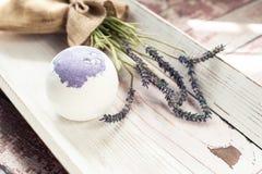 Οι βόμβες λουτρών με lavender ανθίζουν χειροποίητο Στοκ φωτογραφίες με δικαίωμα ελεύθερης χρήσης