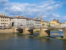 Οι γέφυρες πέρα από τον ποταμό Arno στη Φλωρεντία Στοκ Φωτογραφίες