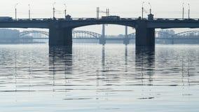 Οι γέφυρες πέρα από το Neva στα ξημερώματα Στοκ Εικόνες