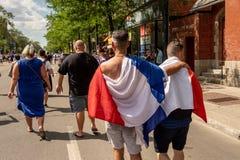 Οι γαλλικοί υπήκοοι γιορτάζουν τη νίκη της γαλλικής ομάδας ποδοσφαίρου στοκ φωτογραφία