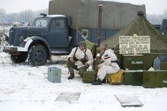 Οι γερμανικοί στρατιώτες στον τομέα στρατοπεδεύουν Τεμάχιο της στρατιωτικός-ιστορικής βροντής ` αναδημιουργίας ` Ιανουάριος Στοκ Φωτογραφία