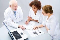 οι γιατροί ομαδοποιούν Στοκ φωτογραφία με δικαίωμα ελεύθερης χρήσης
