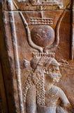 Οι γλυπτικές στον εσωτερικό τοίχο του ναού Edfu, αυτό είναι μια από τις καλύτερα συντηρημένες λάρνακες στην Αίγυπτο, που αφιερώνε Στοκ φωτογραφία με δικαίωμα ελεύθερης χρήσης