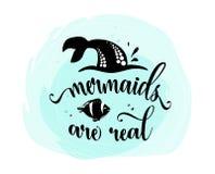 Οι γοργόνες είναι πραγματικές Ουρά γοργόνων, φυσαλίδες και χαριτωμένα ψάρια Απόσπασμα έμπνευσης για το καλοκαίρι, μαύρη σκιαγραφί ελεύθερη απεικόνιση δικαιώματος
