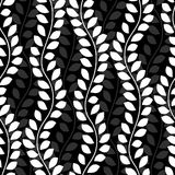 Οι γραπτές κυματιστές άμπελοι κισσών αφήνουν το κάθετο άνευ ραφής σχέδιο, διάνυσμα ελεύθερη απεικόνιση δικαιώματος