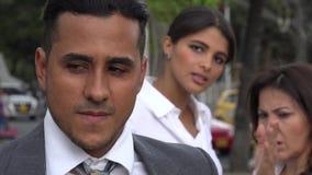 Οι γυναίκες επικρίνουν κρυφά το συνάδελφο απόθεμα βίντεο