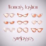 Οι γυναίκες διαμορφώνουν τα απομονωμένα γυαλιά ηλίου καθορισμένα Στοκ Φωτογραφίες
