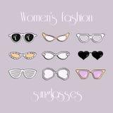 Οι γυναίκες διαμορφώνουν τα απομονωμένα γυαλιά ηλίου καθορισμένα Στοκ φωτογραφία με δικαίωμα ελεύθερης χρήσης