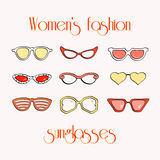 Οι γυναίκες διαμορφώνουν τα απομονωμένα γυαλιά ηλίου καθορισμένα Στοκ Εικόνες