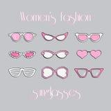 Οι γυναίκες διαμορφώνουν τα απομονωμένα γυαλιά ηλίου καθορισμένα Στοκ εικόνες με δικαίωμα ελεύθερης χρήσης