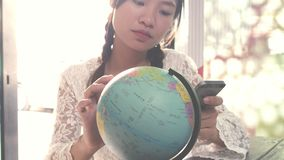 Οι γυναίκες προγραμματίζουν να ταξιδεψουν απόθεμα βίντεο