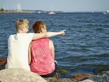 Οι γυναίκες συνδέουν Στοκ φωτογραφία με δικαίωμα ελεύθερης χρήσης