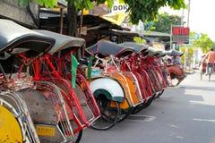 Οι δίτροχες χειράμαξες Becak έχουν γίνει μέρος οικονομικού συστήματος Yogjakarta \ \ \ \ \ \ \ του «s στοκ εικόνες