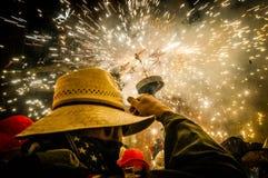 Οι διάβολοι χορεύουν ομάδα σχετικά με Correfoc (Firerun) Στοκ Εικόνα