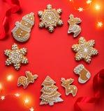 Οι διακοπές Χριστουγέννων διακοσμούν το επίπεδο βρέθηκαν  Υπόβαθρο καρτών Χριστουγέννων στοκ εικόνα