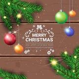 Οι διακοσμήσεις διακοπών ιπτάμενων Χαρούμενα Χριστούγεννας σχεδιάζουν το πράσινο δέντρο του FIR με τις ζωηρόχρωμες σφαίρες στο ξύ Στοκ εικόνα με δικαίωμα ελεύθερης χρήσης