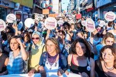 Οι διαμαρτυρόμενοι γυναικών συναθροίζουν σε kadikoy, Ιστανμπούλ, Τουρκία Στοκ εικόνα με δικαίωμα ελεύθερης χρήσης
