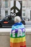 Οι διαμαρτυρόμενοι συλλέγουν στο Λονδίνο για μια αντι διαμαρτυρία πυρηνικών πολέμων Στοκ Εικόνες
