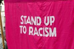 Οι διαμαρτυρόμενοι συλλέγουν στο Λονδίνο για μια αντι διαμαρτυρία πυρηνικών πολέμων Στοκ Φωτογραφία