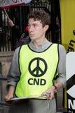 Οι διαμαρτυρόμενοι συλλέγουν στο Λονδίνο για μια αντι διαμαρτυρία πυρηνικών πολέμων Στοκ Φωτογραφίες