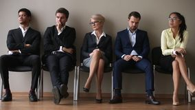 Οι διαφορετικοί υποψήφιοι που περιμένουν τη στροφή τους κάθονται στη γραμμή απόθεμα βίντεο