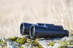 Οι διόπτρες είναι σημαντικός εξοπλισμός για τον ταξιδιώτη Φωτογραφία κινηματογραφήσεων σε πρώτο πλάνο στοκ φωτογραφίες