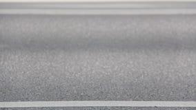 Οι δρομείς μαραθωνίου συσσωρεύουν τα πόδια πλάγιας όψης έξω από Focuss φιλμ μικρού μήκους